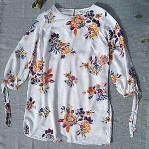 OLD NAVY FLORAL WOMAN'S DRESS EUC SIZE:M